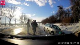 На Буковині авто з п'яним водієм з'їхало у кювет (фото)