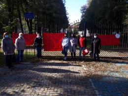 «Рейдерське захоплення»: у Чернівцях пікетували проти центру соцдопомоги у санаторії «Садгора»
