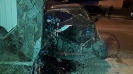 """На Буковині водій, який зніс паркан в центрі Новоселиці, був п'яний і без """"прав"""""""