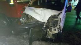 """У Чернівцях біля """"Калинки"""" зіткнулись вантажівка MAN і « Renault Trafic»"""