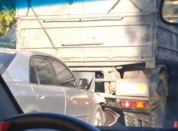 У Чернівцях зіткнулися Mazda і КамАЗ