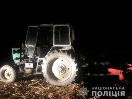 На Буковині п'ятирічна дівчинка потрапила під трактор