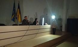У Новодністровську на першій сесії міськради депутати працювали під ліхтарями телефонів