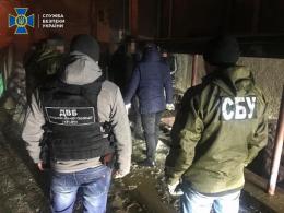 У Чернівцях затримали слідчого Нацполіції, який продава амфетамін (фото)