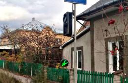 На Буковині в райцентрі невідомі побили світлофори (фото)