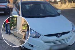 П'яний водій на Турецькому мості протаранив огорожу (фото)