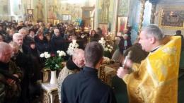 У Чернівцях парафіяни з молитвою проводжали бійців на фронт (фото)