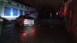 У Чернівцях на Руській п'яний водій розтрощив електроопору (фото)