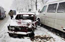 На Буковині біля Акви зіткнулись мікроавтобус та ВАЗ (фото)