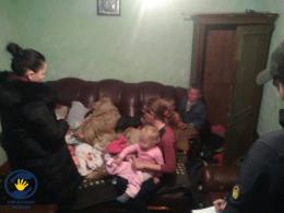 Соцпрацівники на Буковині розповіли, чому забрали 7 дітей з родини буковинців