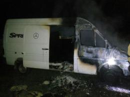 У Сокирянському районі вночі палав мікроавтобус