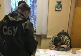 Суд оштрафував заступника військового комісара Чернівців, якого затримали на хабарі дві тисячі доларів