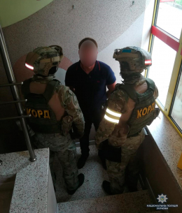 У Чернівцях затримали псевдо-податківця, який вимагав у бізнесмена гроші (фото)
