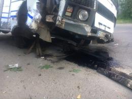 У Чернівцях п'яний водій маршрутки протаранив відбійник у Садгорі (фото)