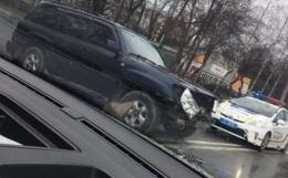 На вулиці Головній у Чернівцях сталася ДТП за участі двох позашляховиків