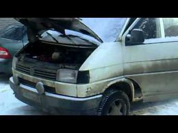 Податківці на дорозі Новоселиця-Чернівці в автомобілі Wolkswagen T-4 виявили тонну спирту