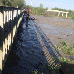 На Буковині підтопило міст через Прут у Маршинцях (фото)