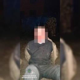 У Чернівцях чоловік вдерся до будинку і погрожував жінці сокирою (фото)
