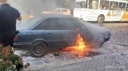 У центрі Чернівців горіло Audi