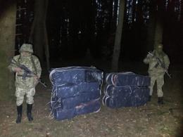 На Буковині контрабандисти покинули 10 тисяч пачок цигарок