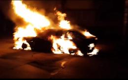 У Чернівцях посеред вулиці під час руху загорівся «Мерседес»