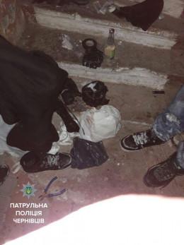 Патрульні у Чернівцях затримали зловмисника, який обікрав гараж