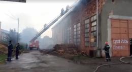 У Кіцмані на пилорамі сталась масштабна пожежа (фото+відео)