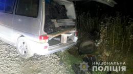 """На Буковині перекинувся """"Фольксваген"""" із п'яним водієм, загинула 22-річна пасажирка (фото)"""