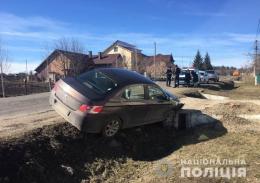 """На Буковині """"Peugeot"""" злетів у кювет, постраждала пасажирка"""