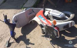 На Буковині легковик зіткнувся з мопедом, є постраждалі (фото)