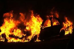 У Чернівцях передали до суду справу чоловіка, який п'яним підпалював автівки