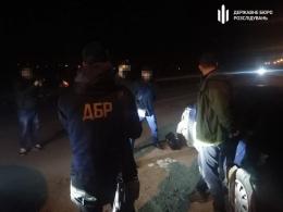 Брали 60 євро за ящик: прикордонник із Буковини та лісник допомагали контрабандистам