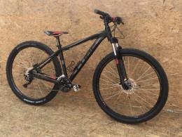 У Чернівцях розшукують хлопця, який вкрав дорогий велосипед (фото)