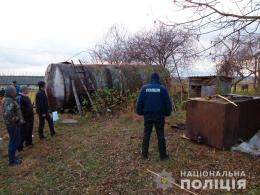 Поліція припинила розкрадання нафти у Чернівецькій області (фото)