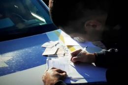 На Буковині водій пропонував хабар працівнику поліції