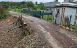 На Вижниччині зсув ґрунту пошкодив частину дороги