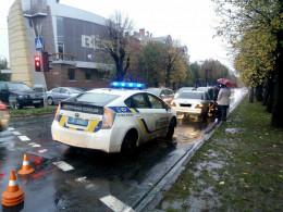 У Чернівцях на Садовій автівка збила пішохода (фото)