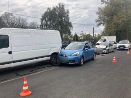 "У Чернівцях зіткнулись два ""Renault"" та БМВ"