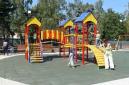У Чернівцях деякі дитячі майданчики обладнають для особливих дітей