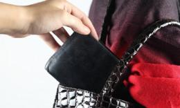 30-річний чернівчанин викрав у пенсіонерки гаманець
