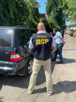 У Чернівцях на хабарі $5700 затримали помічника народного депутата (фото)