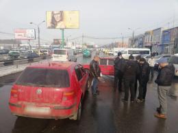 """У Чернівцях поблизу """"Калинки"""" в ДТП зіткнулися три автівки"""