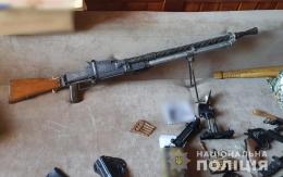 Поліція на Буковині за добу вилучила кулемет, 4 пістолети, 2 гранати та сотні набоїв (фото)