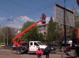 У Чернівцях на Проспекті почали асфальтування, демонтаж білбордів і заміну освітлення (відео)