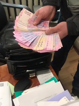 Начальнику райвідділення Міграційної служби на Буковині оголосили підозру в отриманні хабара