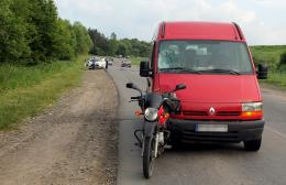 """На Буковині мікроавтобус """"Рено"""" врізався у мотоцикл (фото)"""