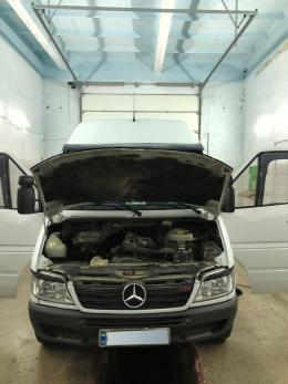 Потайки провести сигарети до Румунії у автомобілі «Mercedes» намагався 22-річний буковинець