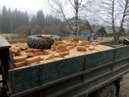 На Буковині викрили вантажівку, в якій під цеглою знаходилась велика кількість сигарет