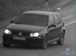 На Буковині парубки угнали автомобіль з території монастиря