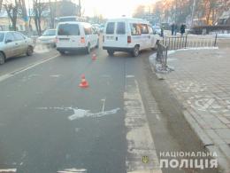 """У Чернівцях на перехресті Головної-Полєтаєва """"Пежо"""" збив 9-річного хлопчика"""